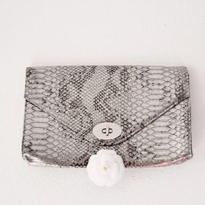 ••silver snakeskin accent clutch••